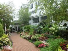 If the history of Mackinac Island doesn't have you in awe, the gardens at The Hotel Iroquois will. This is one of Proven Winners' first Signature Gardens---travel by ferry to this island in Michigan and enjoy the amazing views.  http://emfl.us/FIId