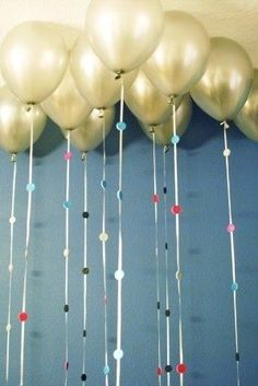 Attach sparkly foam circles to balloon strings. | 51 DIY Ways To Throw The Best New Year's Party Ever