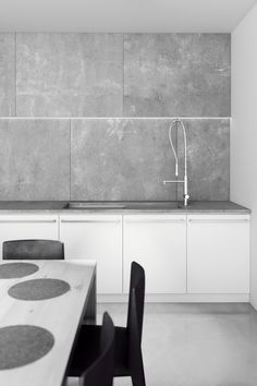 Love these grey tiles!!