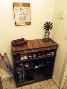 60 Amazing Wooden Shoe Rack Ideas- A Durable and Elegant Shoe Organizer - There is A wood shoe rack believed to be a home. This really is but one of all things which can create your supplement which much better area to reside in Decor, Shoe Organizer, Diy Furniture, Pallet Shoe Rack, Wood Pallets, Home Decor, Pallet Diy, Rack Design, Wooden Shoe Racks