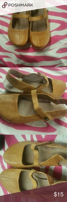 Otbt designer brand wmns shoes leather uppers sz 7 Retails 125 ..worn only a few xs .. otbt Shoes Mules & Clogs