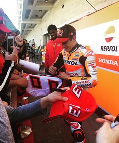 "57 Likes, 5 Comments - Arrow (@arrow_jeslee) on Instagram: ""@marcmarquez93 Service with a smile. 😃#MM93 signing away! #KingofCOTA 🇺🇸#marcmarquez93 #AmericasGP…"""