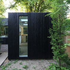 Outbuilding of the Week: Garden Workshop by Rodic Davidson Architecture (Gardenista: Sourcebook for Outdoor Living) Backyard Office, Backyard Studio, Shed Office, Small Garden Office, Workshop Shed, Workshop Design, Black Shed, Black House, Black Box