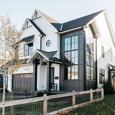 Modern farmhouse new-construction home inspiration! White Exterior Houses, Modern Farmhouse Exterior, Dream House Exterior, White Farmhouse, Modern Farmhouse Style, Farmhouse Decor, Craftsman Exterior Colors, Design Exterior, Craftsman Style