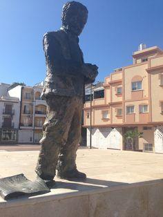 Pepe Pascual estatua en Nerja, España