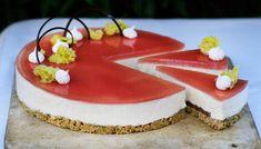 Rabarbercheesecake - Se Mette Blomsterbergs opskrift her! Food Cakes, Cake Recipes, Deserts, Snacks, Recipes, Cakes, Appetizers, Recipes For Cakes, Desserts