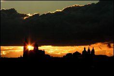 Una orientación única, inédita y sorprendente del crepúsculo tras el 'alto soto' de torres de Salamanca