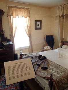 Kauffman House Museum in Grand Lake: Guest bedroom with recreated 1892 wallpaper.