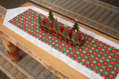 Red and Green Snowflakes Table Runner, Chrismas Table Runner