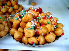 They are located in Campania, Abruzzo and even in Palermo, where they cook with some small but substantial variation. Tradition has it that struffoli be prepared during the holiday season. For those who still had never heard of struffoli, suffice to say that they are small balls of sweet dough, fried and then dipped in honey and decorated with colored sprinkles and candied fruit