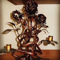 кованый подсвечник из роз