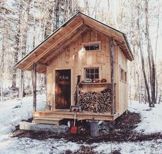 Tiny Cabins, Tiny House Cabin, Tiny House Living, Cabin Homes, Small Cottages, Cabins And Cottages, Cabin Design, Tiny House Design, Cabin In The Woods