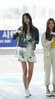 outfit korean IZ*ONE-Wonyoung 190628 Incheon Airport to Taiwan IZ * ONE-Wonyoung 190628 Incheon Flughafen nach Taiwan Kpop Outfits, Korean Outfits, Girl Outfits, Blackpink Fashion, Asian Fashion, Latest Fashion, Fashion Tips, Airport Outfit Cold To Hot, Sexy Asian Girls