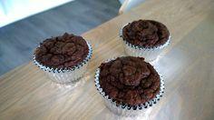 Chocoladecupcakes van kokosmeel. Vind het recept op dayennefoodblog.com