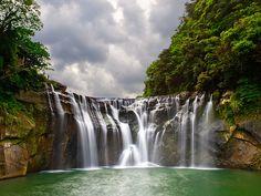 Shifen Waterfall, Pingxi. Photo by Oliver Wu.