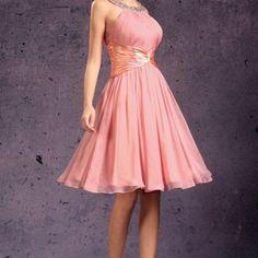 Krátke ružové spoločenské šaty na stužkovú