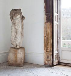 love the cool pedestal statue