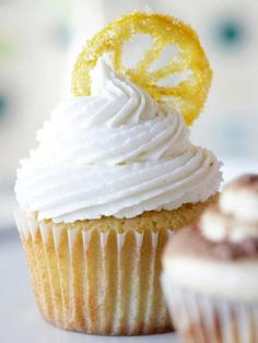 Lemon Drop Cupcakes with Glazed Lemon Slices. These cupcakes get their flavor from lemon liqueur and crushed lemon drop candies. Lemon Cupcakes, Yummy Cupcakes, Churro Cupcakes, Elegant Cupcakes, Pretty Cupcakes, Strawberry Cupcakes, Flower Cupcakes, Köstliche Desserts, Delicious Desserts