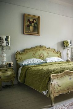Bedroom styling by Marianne Cotterill Cozy Bedroom, Dream Bedroom, Bedroom Ideas, Bedroom Decor, Beautiful Bedrooms, Romantic Bedrooms, Beautiful Beds, Beautiful Homes, Green Home Decor