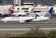 N38257 United Airlines Boeing 737-800