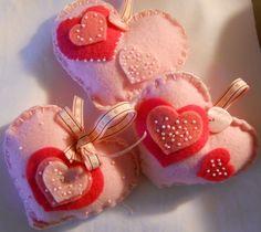 Валентинки из фетра ко Дню Всех Влюбленных