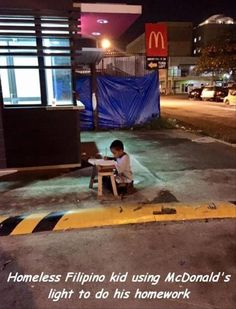 Homeless Filipino boy's life changes after photo of him doing homework under a McDonald's light goes viral! We Are The World, Change The World, Kids Study, Study Hard, Work Hard, Boys Life, Do Homework, Motivational Pictures, 9 Year Olds