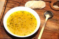 Jeg elsker løgsuppe, og her er min simple og lækre opskrift på den klassiske løgsuppe. Suppen er god som forret, men også fin til hovedret sammen med et stykke brød. Soup Recipes, Healthy Recipes, Healthy Foods, Cheeseburger Chowder, Cantaloupe, Low Carb, Dishes, Fruit, Cooking