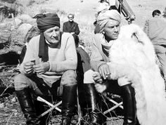 Trevor Howard and Yul Brynner on the set of The Long Duel 1967 Ken Annakin Golden Age Of Hollywood, Vintage Hollywood, Classic Hollywood, Trevor Howard, Yul Brynner, Famous Couples, Universal Pictures, Best Actor, Cool Eyes