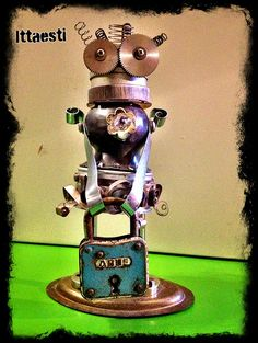 Sennoredda Fashion - Robot sculpture made  with found metal objects