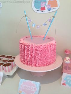Great birthday cake for a Peppa Pig Party