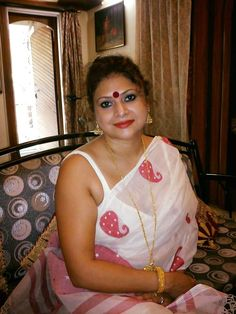 Embedded Aunty In Saree Friends Hot Indian Aunty Indian Models Auntie