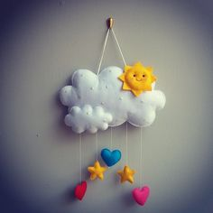 98 vind-ik-leuks, 1 reacties - Valentina (@creativalove) op Instagram: 'È mercoledì... e il sole splende!  Felice giorno a tutti  #creativalove #fattoamano #pannolenci…' Baby Crafts, Felt Crafts, Crafts To Make And Sell, Diy And Crafts, Felt Ornaments Patterns, Moon Crafts, Handmade Soft Toys, Felt Banner, Felt Mobile