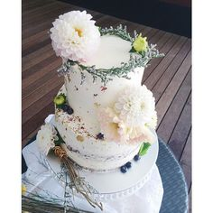 Romantic rustic wedding cake ideas | This is amazing! Head over to CUPPLETS where you can see more of their unique works http://www.bridestory.com.sg/cupplets/instagram