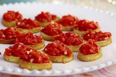Crostini med syltet paprika Cheesecake, Food Porn, Desserts, Cactus, Blog, White Chocolate, Pistachio, Strawberries, Seasonal Recipe