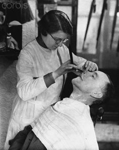 women barbers | Female Barber Shaves Customer