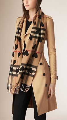 NEW!Burberry The Classic Cashmere Scarf in Check and Hearts Black ... 5276b83c39