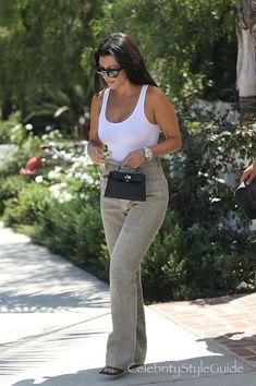Outfit Ideas Kourtney Kardashian Flaunts the Essential White Bodysuit Celebrity Summer Style, Celebrity Casual Outfits, Celebrity Style Guide, Style Outfits, Fashion Outfits, Style Summer, Casual Summer, Teen Choice Awards, Style Khloe Kardashian