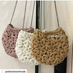 Items similar to Crossbody summer crochet bag/ beach boho chic / shoulder bag / everyday medium bag on Etsy Crochet Triangle, Crochet Circles, Crochet Handbags, Crochet Purses, Crochet Bags, Clutch En Crochet, Yarn Bag, Knitted Bags, Diy Crochet