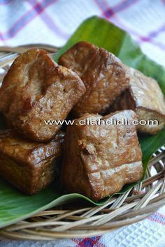 Tips Membuat Bacem Tahu Yang enak ala diah didi Tamales, Tofu Recipes, Cooking Recipes, Asian Recipes, Diah Didi Kitchen, My Favorite Food, Favorite Recipes, Malay Food, Indonesian Cuisine