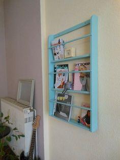 Bücherregal ~ Tellerregal ~ Regal von Fraujottpunkt auf DaWanda.com