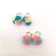 3色フェルト玉イヤリング (オレンジ×パステルグリーンー×グレー)   Handmade Shop~ Le confille (ハンドメイド・オーダーメイド・委託販売・代行販売)