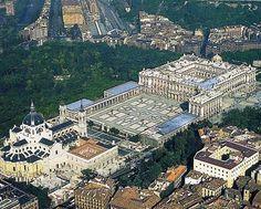 Vista aerea del Palacio Real y la Catedral de La Almudena