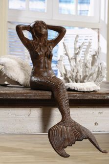 omg! That's the one I saw in creek side!!!! That's my mermaid pond statue