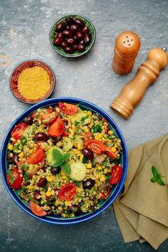Salată cu bulgur și multe legume