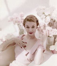 I pin a lot of vintage fashion photos. This might be my all-time favorite. Jean…