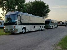 Luxury Campers, Luxury Bus, Buses For Sale, Rv For Sale, Bus City, Bus House, Motor Homes, Fun Travel, Bus Conversion