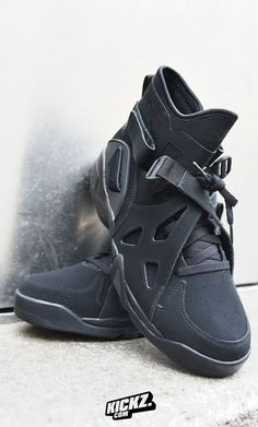 Nike re-masters the Air Unlimited. A true fit for all big men and, of course, 'The Admiral' David Robinson