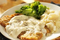 Chicken Pepper Gravy - Recipe for creamy, delicious southern style peppered gravy. Perfect for country-fried steak, mashed potatoes, biscuits and more. A true southern style, traditional cream gravy. Beef Recipes, Chicken Recipes, Cooking Recipes, Recipies, Cubed Steak Recipes, Cuban Recipes, Skillet Recipes, Flour Recipes, Skillet Meals