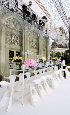 KONCORD stools, design by Karim Rashid for SLIDE.  #white #wedding #flowers