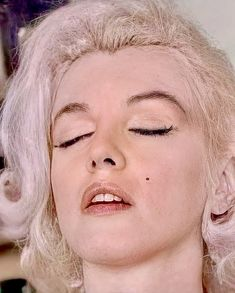 The Most Beautiful Girl, Beautiful Pictures, Famous Mexican, Here's Johnny, Old Hollywood Movies, Marilyn Monroe Photos, True Beauty, Photo Sessions, Foto E Video